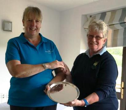 Fingle Glen Captain Michelle Underwood with Mel Winter Bovey Tracey Captain receiving Winners Trophy